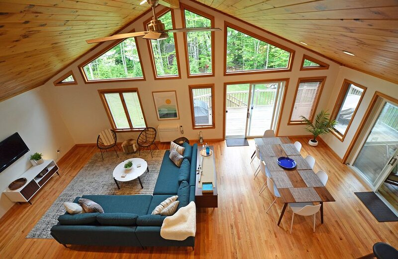 Berkshires Lake Retreat, Beautifully Updated with Mid-Century Style, holiday rental in Monterey