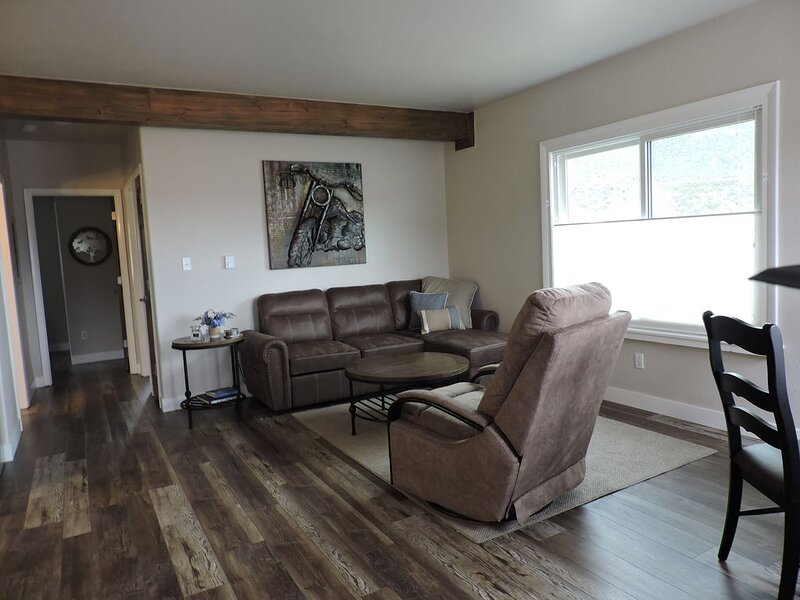 2 bm newly reno condo w/AMAZING Mt. view & 2 blks fr main st /Arkansas River, location de vacances à Buena Vista
