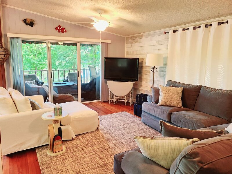 Relaxing Lakefront Retreat on Lake Sinclair, vacation rental in Milledgeville