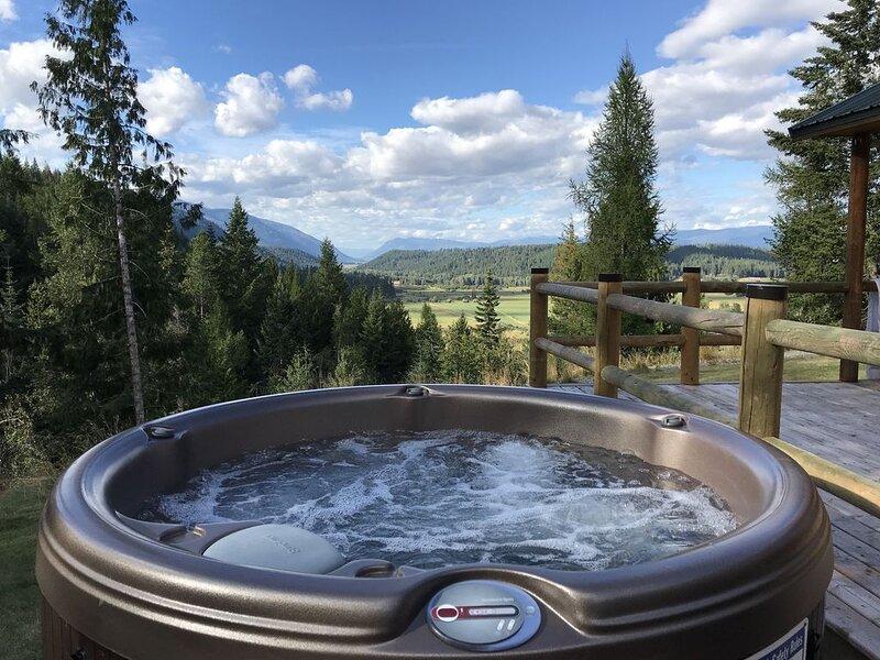 Hot Tub! Relax! Explore! 4 Season Fun!The Cabin*BlackRidge, vacation rental in Moyie Springs