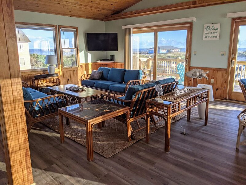 Stunning Ocean View Cottage w/Hot tub and Cozy Fire Place, alquiler de vacaciones en Avon