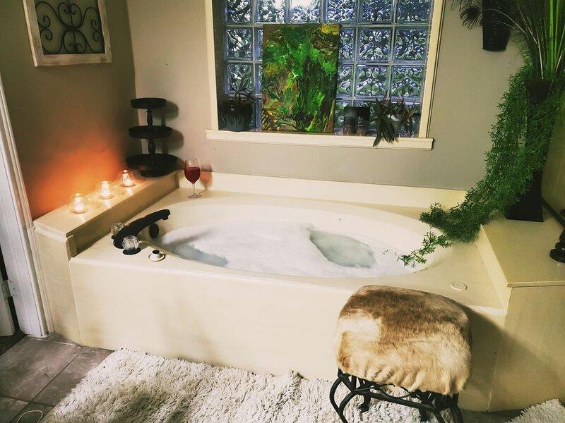 Cozy Up Winter Retreat, holiday rental in Nassau Bay