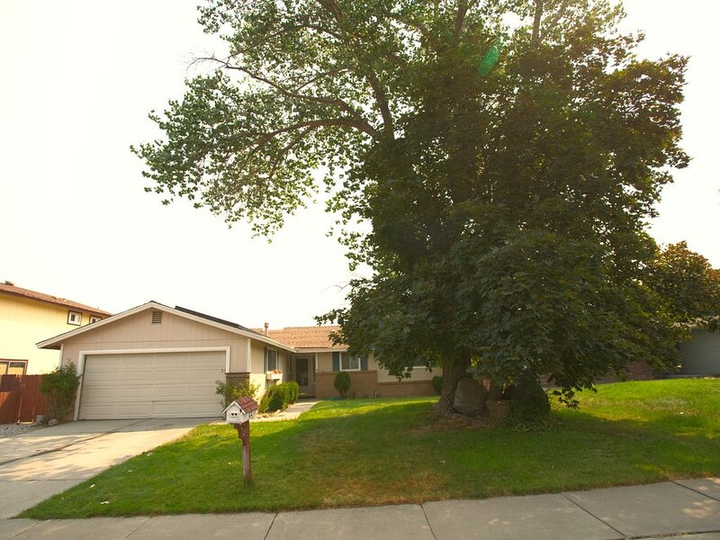 VACATION HOME NEAR PEPPERMILL CASINO AND RENO CONVENTION CENTER!, holiday rental in Reno