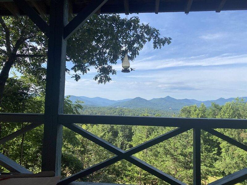 Fantastic Year Round Mountain Range View!, aluguéis de temporada em Hiawassee