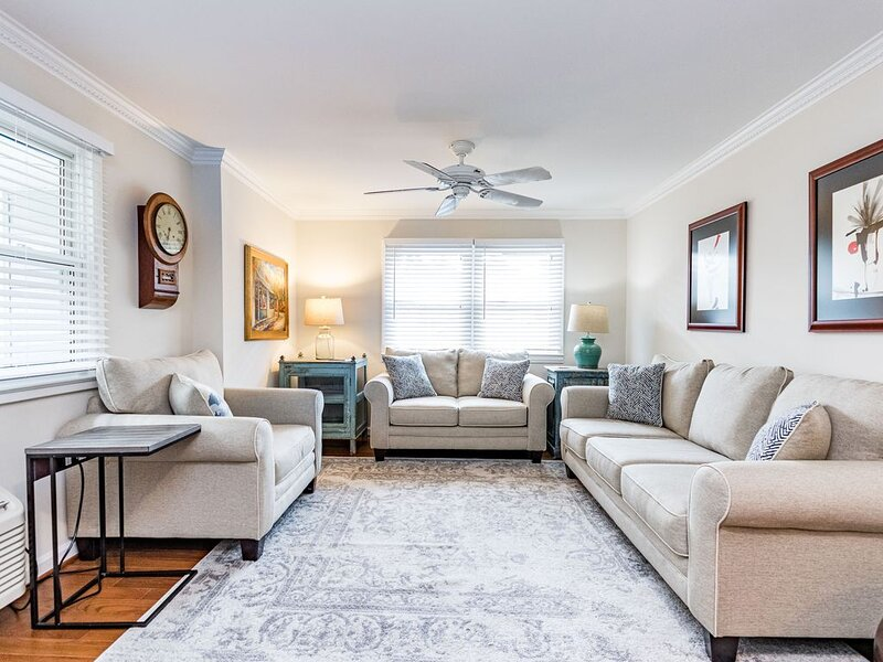 Renovated 1 BR Condominium at Cameron Village, holiday rental in Raleigh