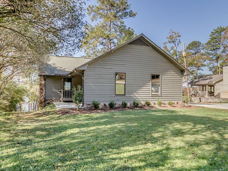 Beautiful Home on Lake Tuscaloosa, holiday rental in Coker