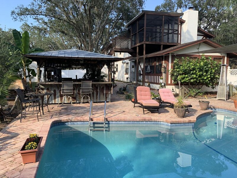 English Tudor guesthouse Use of off site private dock, holiday rental in New Port Richey