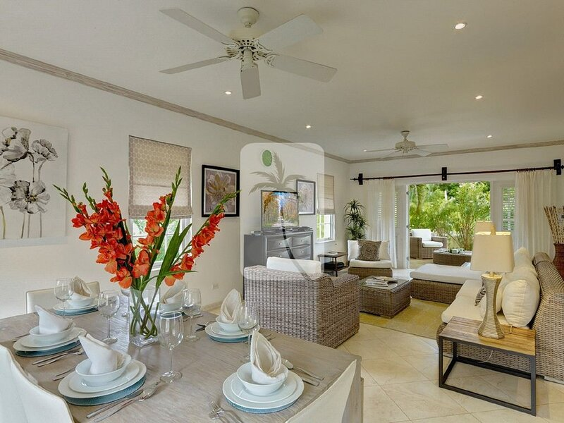 Platinum Coast Contemporary 3 Bed House Pool at Mullins Beach Approved Property, holiday rental in Mullins