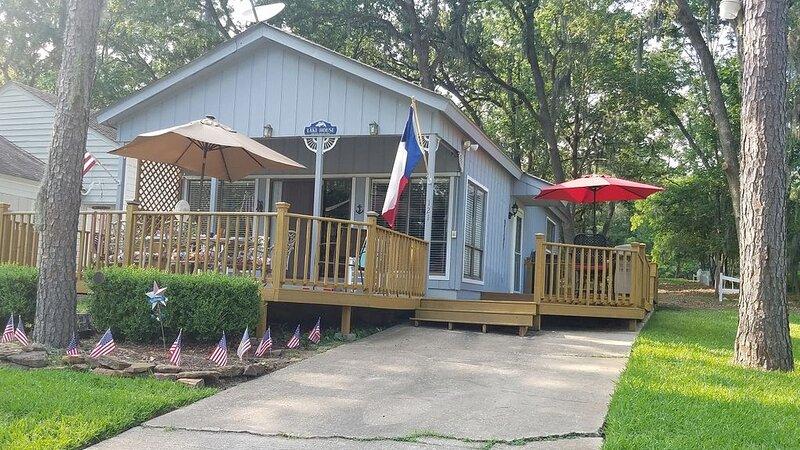 Comfy cottage on the Lake that feels like home – semesterbostad i Livingston