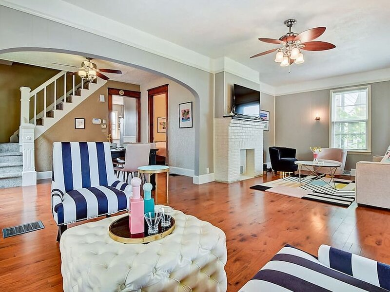 Designer House 5BR! Steps to Downtown/Fountain Sq!, holiday rental in Greenwood