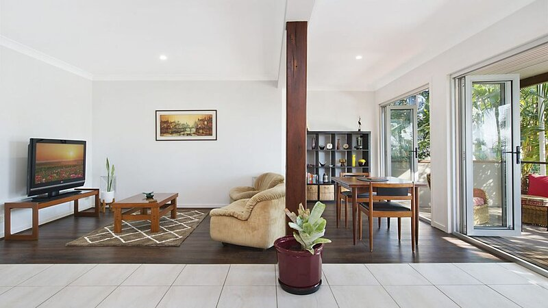 Hideaway in Coolangatta Granny flat style 1 bedroom with Wi-Fi included, holiday rental in Coolangatta