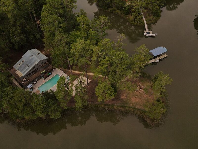 Private Waterfront Retreat, holiday rental in Schley