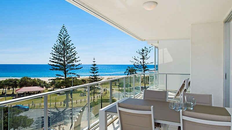 Reflections tower 2 Unit 401- Greenmount Beachfront with Wifi included Easy walk, holiday rental in Coolangatta