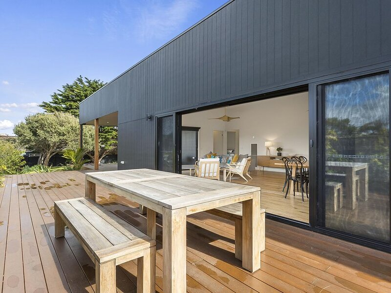 Yaringa: modern beach living - Pristine new family living and only moments from, vacation rental in Cape Schanck