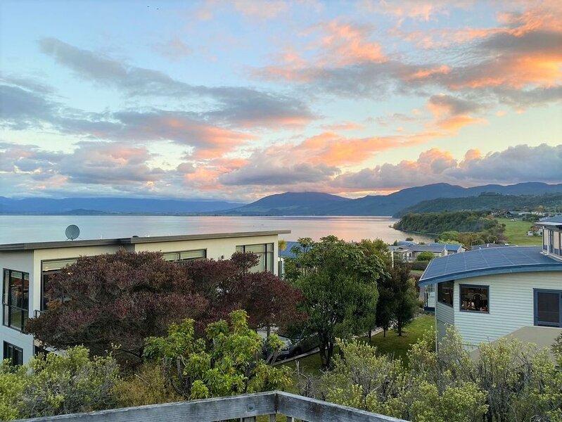Aqua Views - Kuratau Holiday Home, holiday rental in Turangi