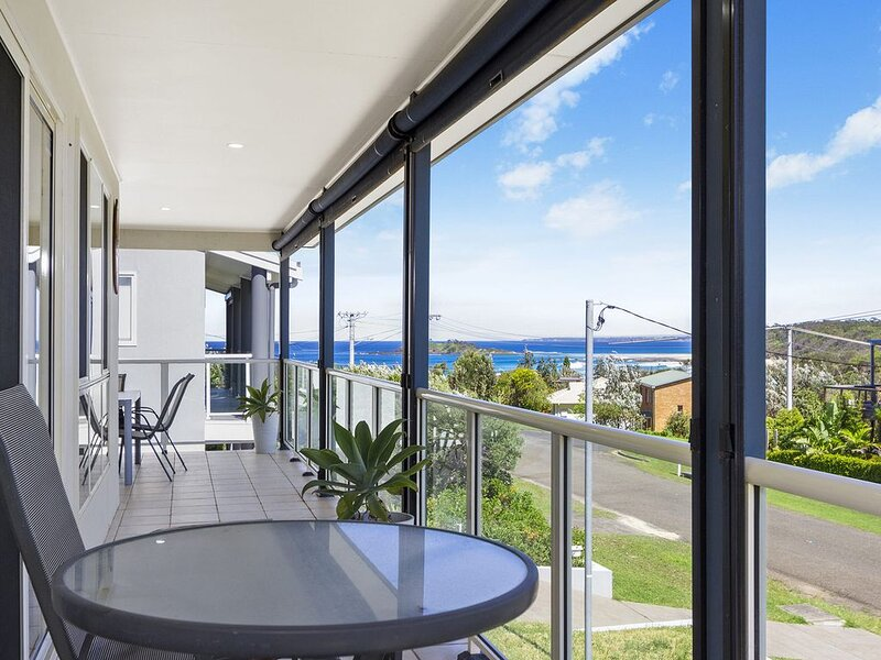 Sea-renity has expansive water views to Green Island, holiday rental in Lake Conjola