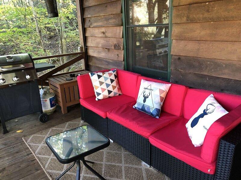 Duck`s Nest Retreat- Ocoee River Area- Back Deck