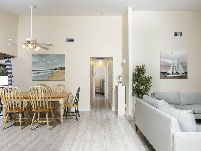 Vanderbilt Beach House - 4 bedrooms - Private Pool and Spa, alquiler de vacaciones en Vanderbilt Beach