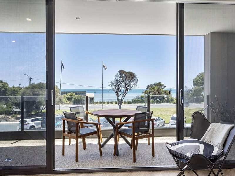 Blairgowrie Apartment 1: Bay views + linen - Newly renovated apartment across th, holiday rental in Blairgowrie