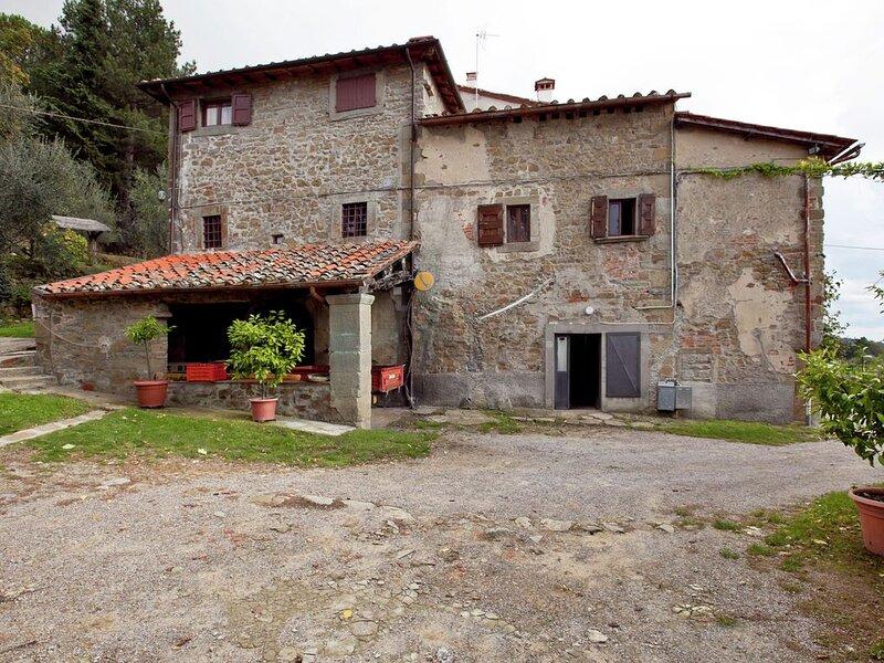 Classy Farmhouse in Castelfranco Piandiscò with Garden, location de vacances à Castelfranco Piandisco