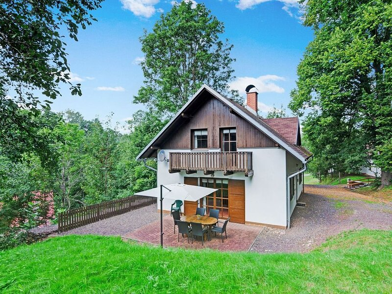 Pleasing Holiday Home in Rudník Bohemian with Private Terrace & Garden, location de vacances à Svoboda nad Upou