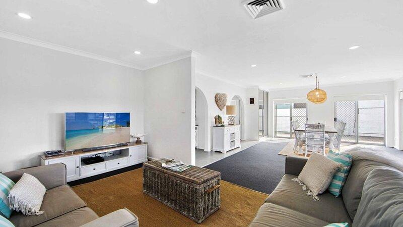 Hibbard Waterfront Escape - 46 Hibbard Dr, holiday rental in Port Macquarie