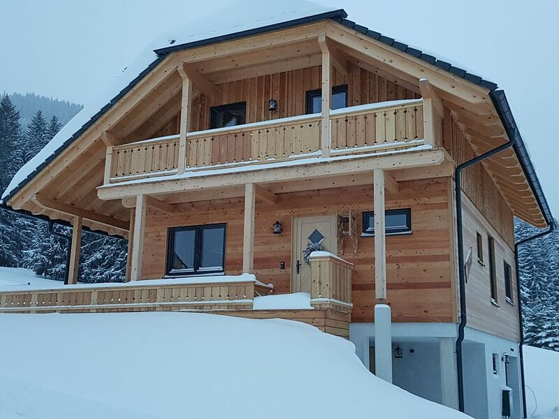 Alluring Chalet with Sauna, Ski Boot Heaters, Camping Cot, aluguéis de temporada em Hohentauern