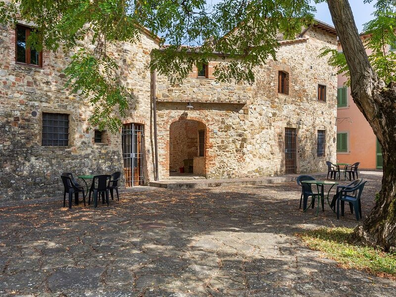 Holiday Home in Barberino val D'elsa fi with Pool, BBQ, holiday rental in Petrognano