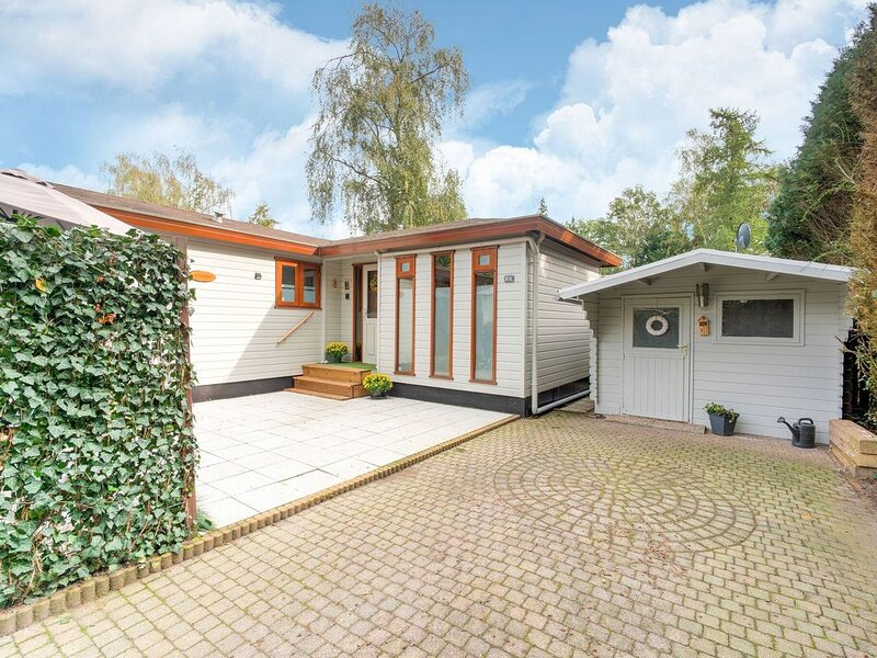 Delightful Chalet in Putten with Garden, holiday rental in Putten
