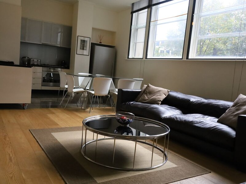 The Walkup: Luxury Central 3BD Apartment + Gym + Pool + Free WiFi + Parking, alquiler vacacional en Yarra Valley