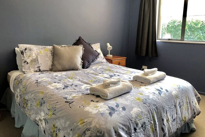Mount Iron Family Holiday Home, holiday rental in Lake Hawea