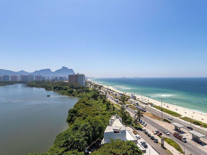 Apto de Frente p/ Mar - 50m da Praia da BARRA da TIJUCA, holiday rental in Trajano de Morais