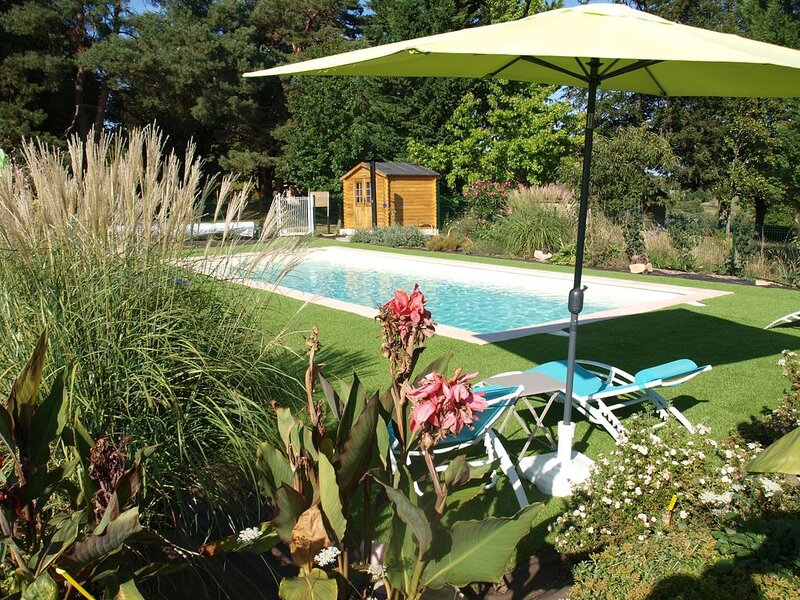 Cosy cottage in Peyzac-le-Moustier with Terrace, holiday rental in Sergeac