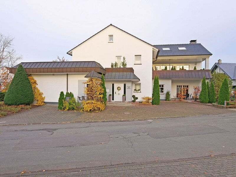 Spacious Apartment in Madfeld  with Private Terrace, vacation rental in Marsberg