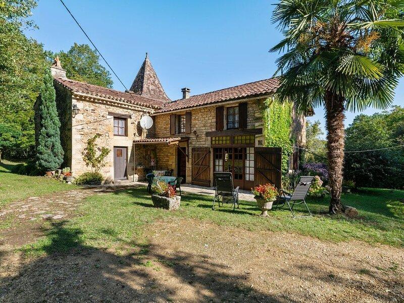 Luring Holiday Home in Incorrect with Garden, alquiler vacacional en Villefranche-du-Perigord