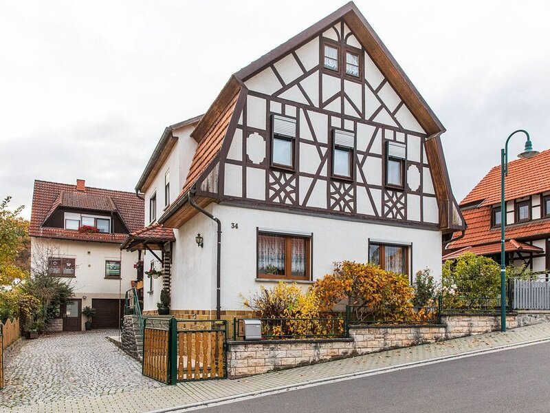 Holiday home in Thuringia with private terrace, use of a garden and pool, holiday rental in Bad Neustadt an der Saale