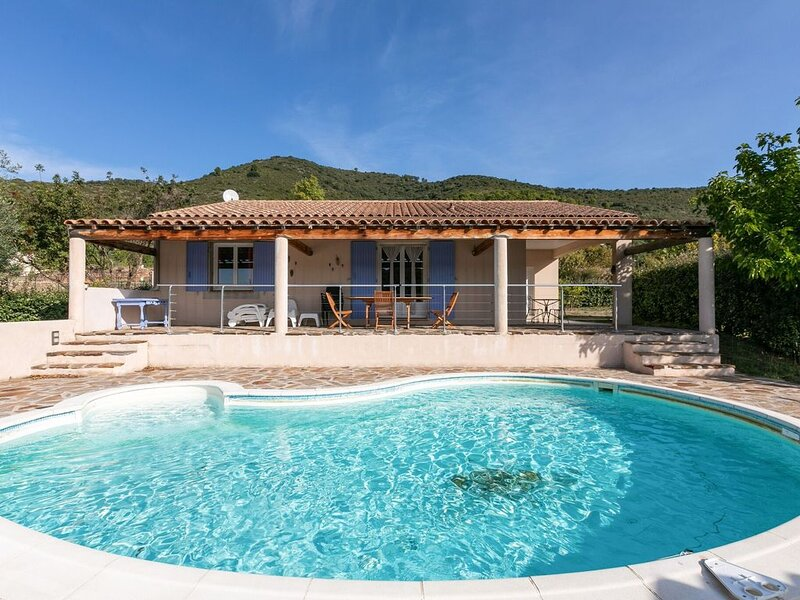 Cozy Villa in Roquebrun with Private Pool, holiday rental in Vieussan