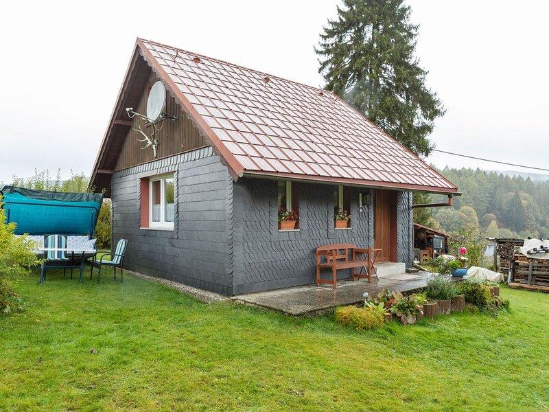 Snug Holiday Home in Altenfeld with Private Terrace, aluguéis de temporada em Steinheid