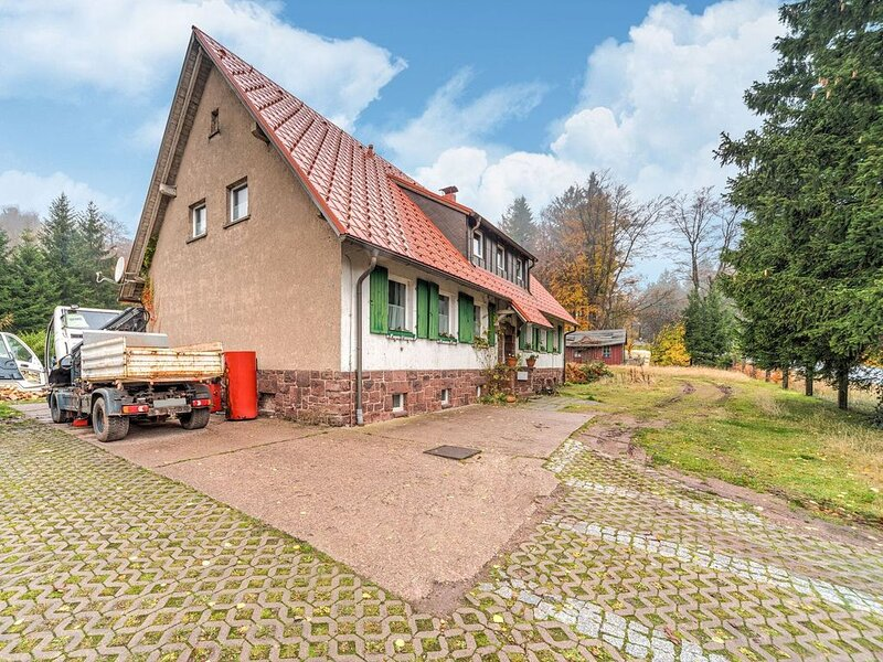 Modern Apartment in Tabarz/Thüringer Wald with Garden, holiday rental in Schmerbach