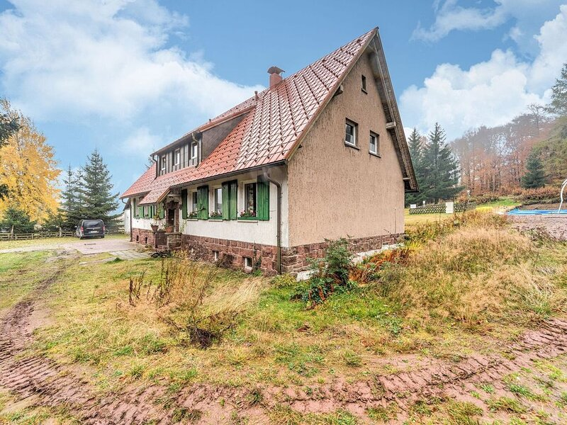 Apartment in a quiet and sunny location in the Thuringian Forest, holiday rental in Schmerbach