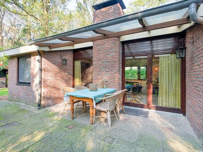 Cozy Holiday Home in Zorgvlied with Private Garden, holiday rental in Veenhuizen