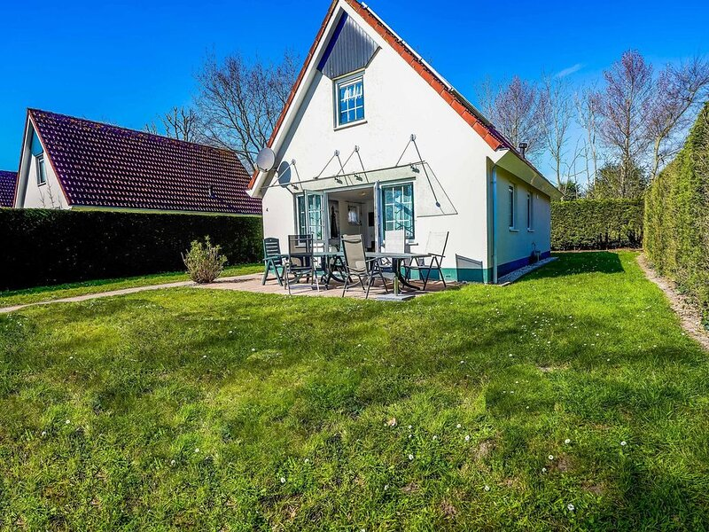 Detached holiday home for 6 people close to the Veerse Meer and marina, alquiler vacacional en Geersdijk