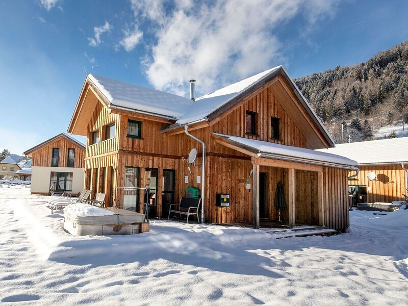 Luxurious Chalet in Murau with outside jacuzzi, holiday rental in St. Lambrecht