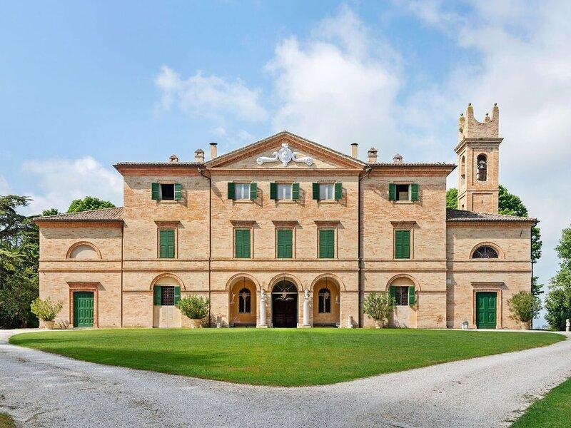 Luxurious Villa in Filottrano with Swimming Pool, location de vacances à Appignano