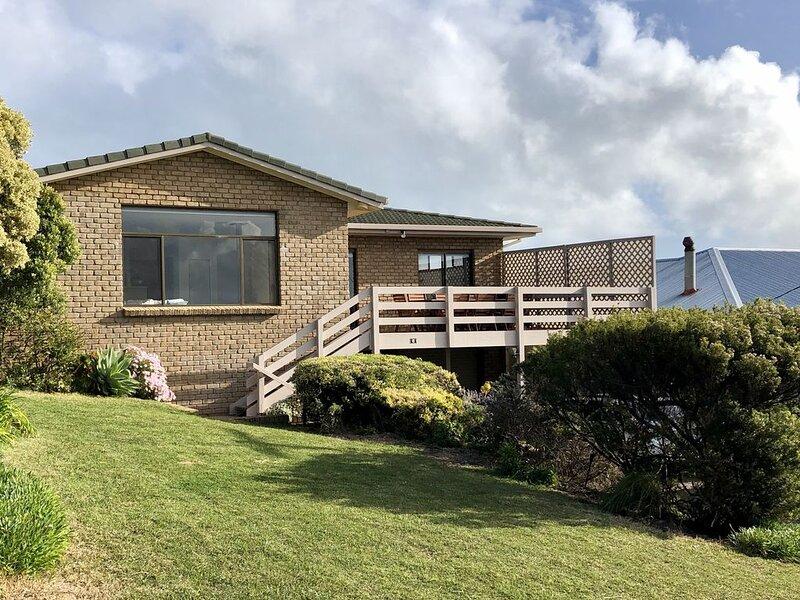 McIntyre House - Effortless Beachside Accommodation on Hooper Beach, holiday rental in Robe