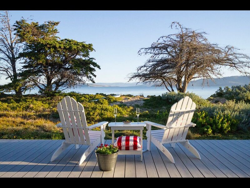 HALF MOON BAY LUXURY RETREAT on the Waterfront -nightly rate includes 1-8 guests, vacation rental in White Beach
