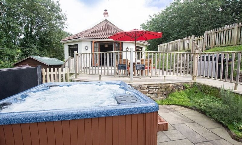 hot tub cottages devon