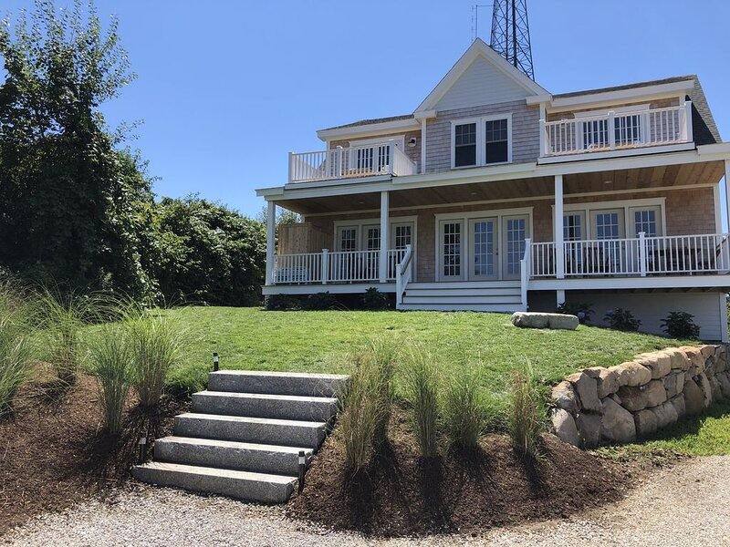 Heart of Downtown-New Construction-Walk to the Beach-Central Air-Ocean Views, holiday rental in Block Island