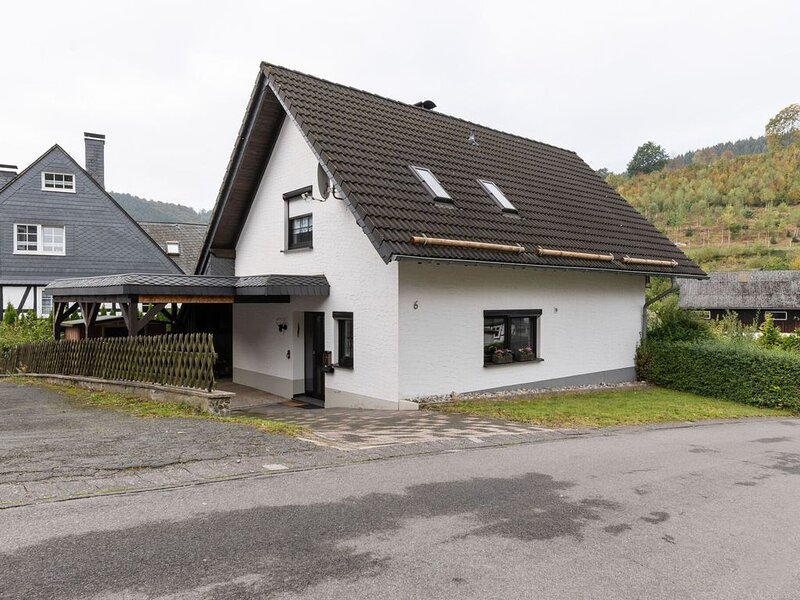 Very cosy holiday home in Olsberg with wood stove, garden, balcony and carport, holiday rental in Andreasberg