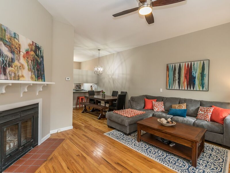 Picturesque & Contemporary Home in Lafayette Square by JZ Vacation Rentals, holiday rental in Saint Louis